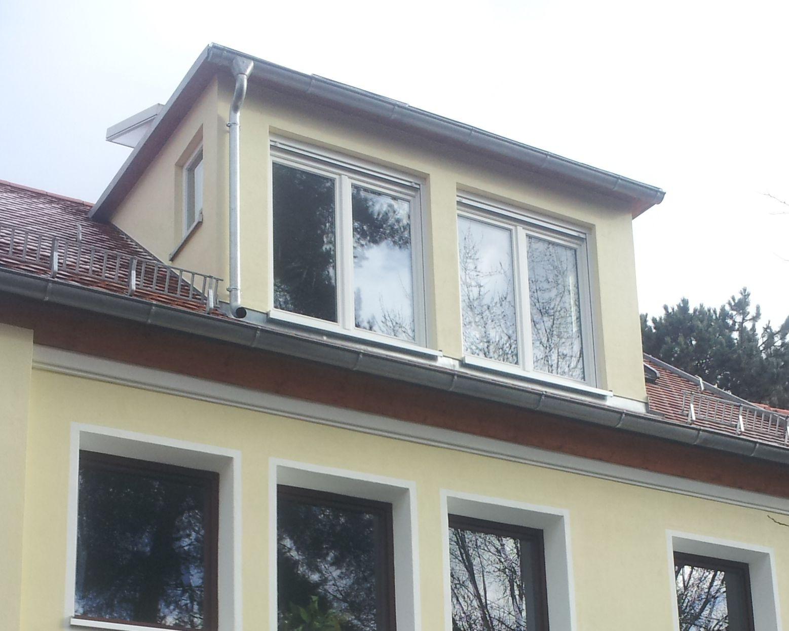 Die Gaube wurde von außen verputzt und farblich passend zum Haus gestrichen. Der unausgebaute Dachboden ist mit Hilfe der Gaube zu einem zusätzlichen Wohnraum geworden.