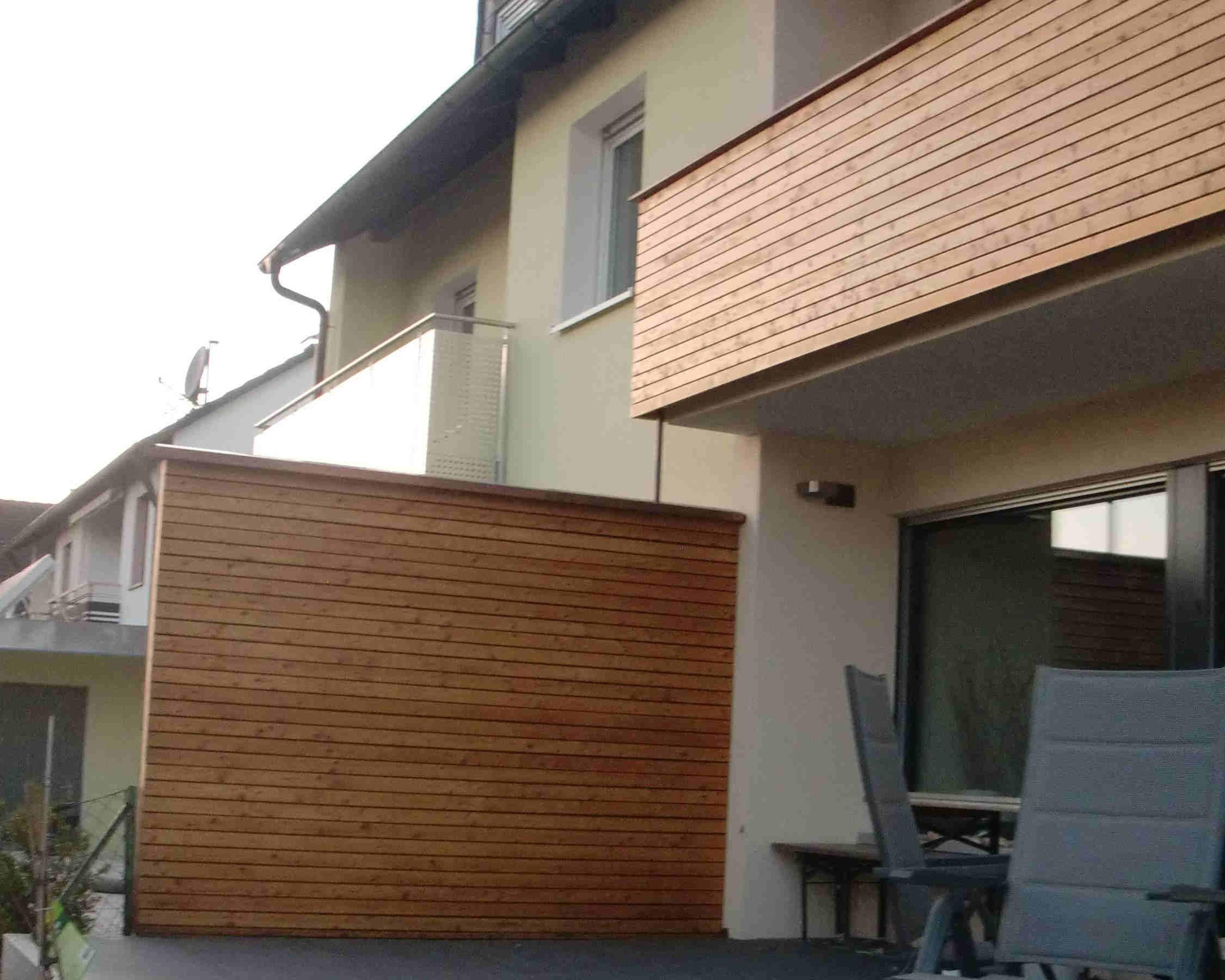 Die Trennwand und der Balkon wurden im Holzstabstil erstellt.